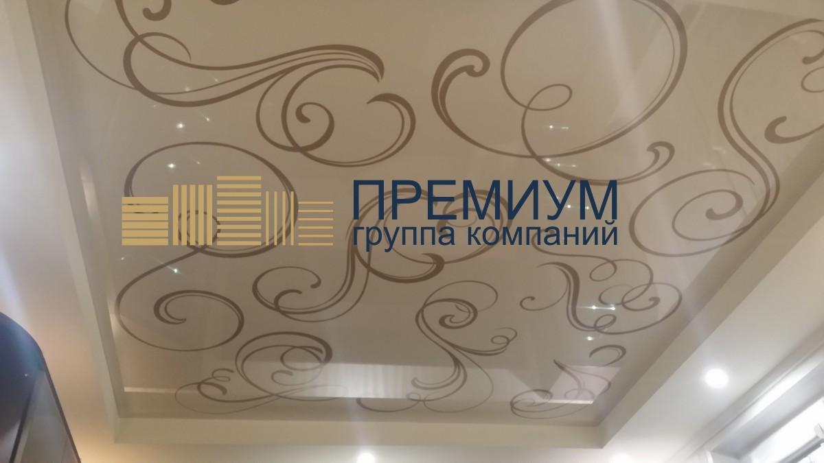 Натяжной потолок с декором S= 17м2